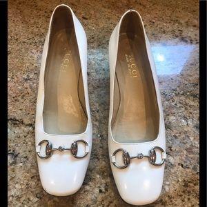 Gucci women's white pumps with bit.